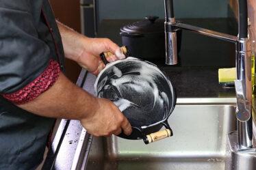 Como limpar panela de ferro enferrujada