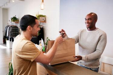 como aumentar as vendas em sua loja de roupas