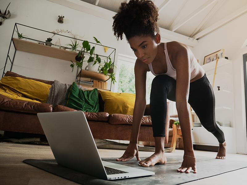 Em casa você pode realizar uma série de exercícios físicos e cuidar assim da sua imunidade