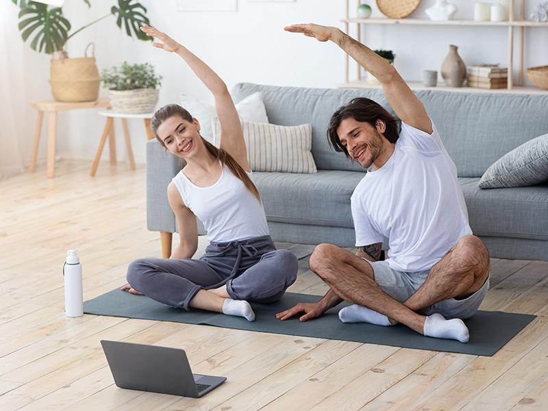 Pratique exercícios físicos em casa com seu parceiro e fortaleça ainda mais a imunidade